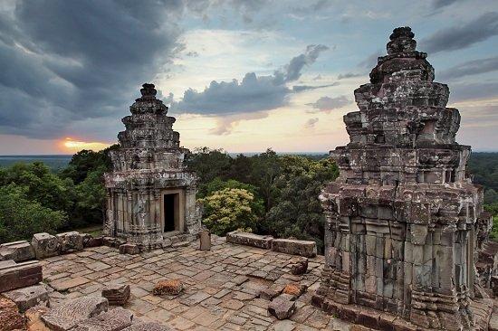 Ngắm hoàng hôn tuyệt đẹp ở Đền Phnom Bakheng