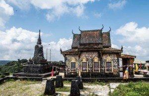 Chùa Năm Thuyền là điểm du lịch không thể bỏ qua ở cao nguyên Bokor