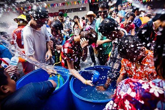 Lễ hội té nước Chol Chnam Thmay ở Campuchia